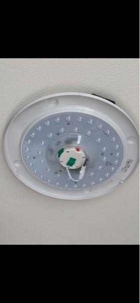 この照明はどうやって交換しますか? アパートの備え付けの電気です。 丸い電球はよく売ってるのをみますがこのつぶつぶの電球は見つけられません。 なんと検索すればみつかりますか? 名称などあれば教えてください。