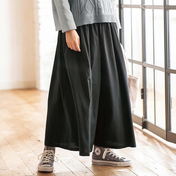 今の流行り。 持っているパンツで、 スカンツ?ガウチョ?の様なのがあります。 こういうのは今も履けますか? 写真はイメージで、形はこんな感じで、 色はネイビーに白の細いストライプです。 見た目はスカートに見えます。 流行ってないならスカートか何かに作り替えれたらと思って居ます。 オフィス用で使ってたのですが、 最近履いて無くて聞いてみました。 アラフォーです。