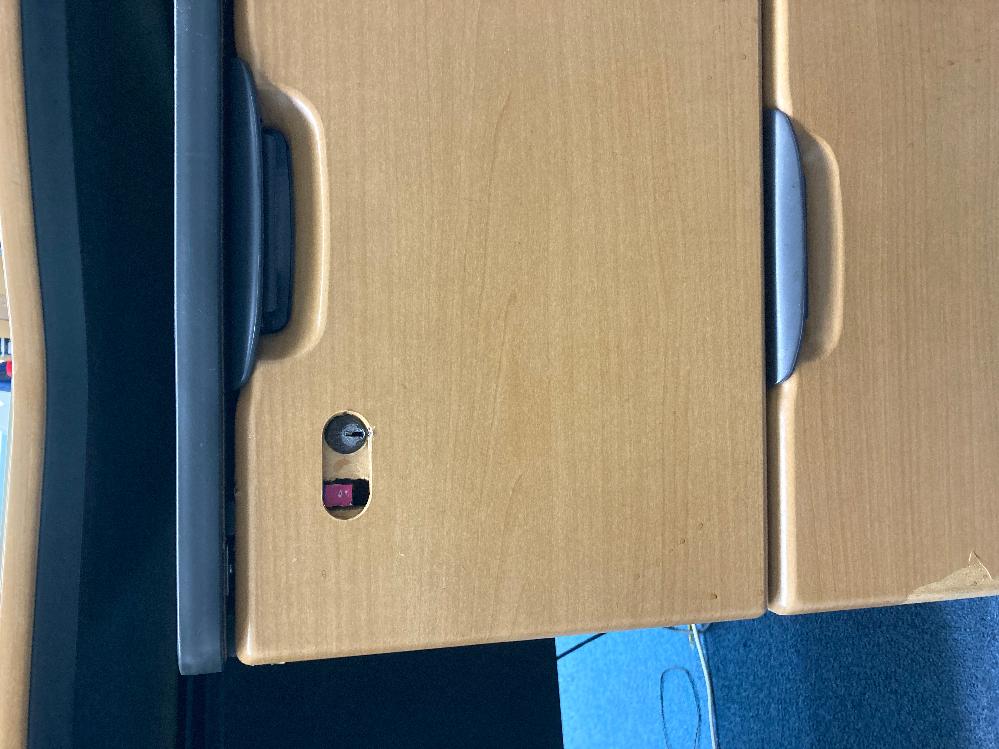 ディスクワゴンの鍵を紛失し 開かなくなってしまいました。 大至急開けたいのですが、どうすれば開きますか? 鍵穴が壊れてしまってもいいです。