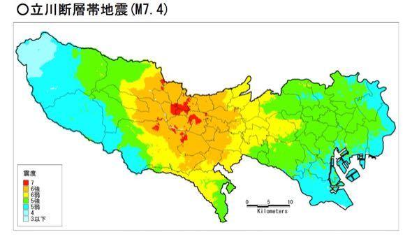 至急です。 地理の宿題やってるのですが、 首都直下地震について調べてて下の図みたいに真ん中が震度強くて端になるにつれて弱くなるのはなんでですか?誰か教えてください ♀️