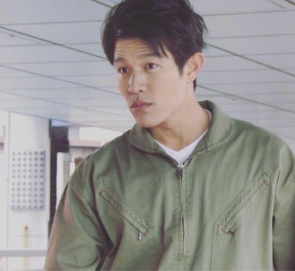 これは何ていうドラマor映画のワンシーンでしょうか? 鈴木亮平さんが緑の作業着のようなものを着ています。