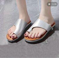 このタイプのサンダルを買おうと思うのですが、いつもの靴は24.5cmで指1本入るくらい余裕があり、24センチはあまり気になら無い程度で少しきついな〜くらいです。どっちのサイズを買った方がいいですか?