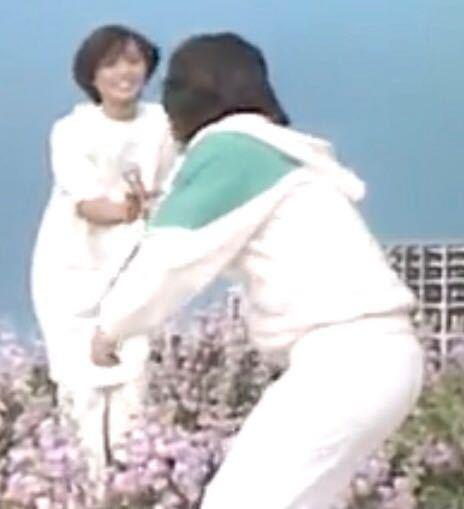 【昭和の時代】ある歌謡番組から この画像の、一組のグループの名前と1人の歌手の名前を、お答えください。 最初に正解した方を必ず後日BAにいたしますどすます。