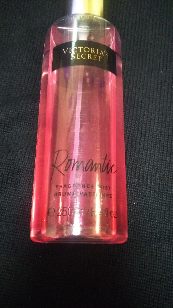 ヴィクトリアズ・シークレットのロマンティックというボディミストをプレゼントして貰っていてすごく気に入ってたのですが 廃盤としり この香りと似たようなものを探しております どなたかご存知ないでしょ...