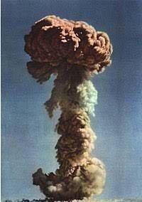Первое испытание ядерного оружия в Китае.