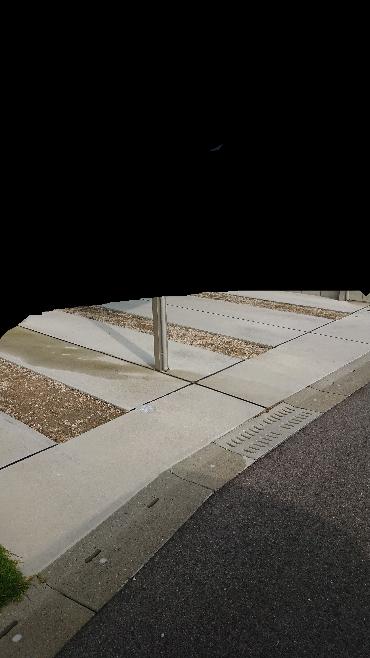 この3箇所をコンクリート打ちしようと思っているのですが、目地材入れないとクラック入るでしょうか?また目地材入れる場合既存コンクリートの両サイドに入れないと意味ないでしょうか?両サイド面引きしてあるため 目地材入れるにしても見た目が悪くなりそうなので横向きに1箇所でいいかなぁとも思っております。 横向きに(真ん中辺り)1箇所入れても意味ないでしょうか?L=4.5mあります。