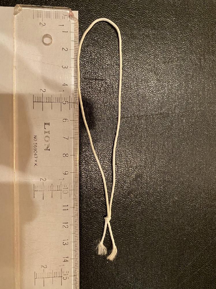 丸ゴムに関しての質問です。 添付写真のような、結ばれた白い丸ゴム紐の購入を考えています。 ネットで調べても、結ばれている状態のものがなく、 質問してみました。 可能であれば、ネットで購入を考えて...