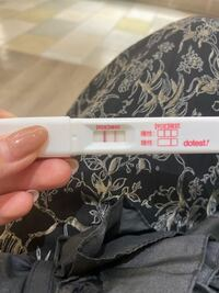 妊娠検査薬の逆転現象について教えて下さい。 妊娠希望の20代です(^^)  現在、生理予定日から2.3日ほど遅れています。 8月5日に初めて妊娠検査薬をし、薄く陽性反応が出ていました。8月8日の今日、また妊娠検査薬をしたところ確認線より判定線の方が濃い結果となりました。 この逆転現象というのは何故なるのでしょうか?  確実に妊娠していて、ちゃんと着床してくれたのでしょうか?૮ • · • ა...