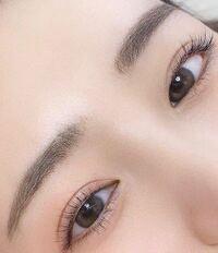 この目は天然二重だと思いますか?