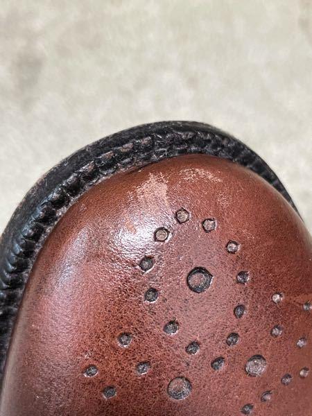 茶色の革靴の先端を擦ってしまいました。 あまり手間やお金や技術をかけずに目立たなくする方法はありますか?