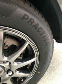 イエローハットでこのタイヤとホイールを付けてもらいました。このタイヤはヨコハマが作るイエローハット専門ブランドだそうです。オートバックスの同じような物と比べてどちらが良いですか?またこのホイールはどう ですか?