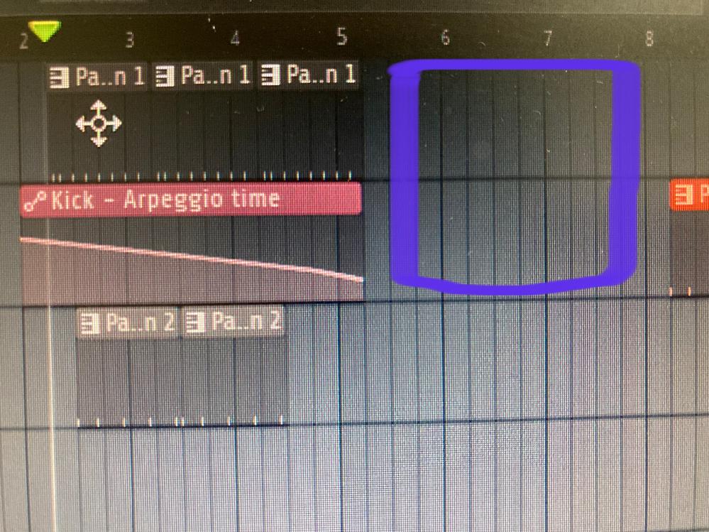 fl studio についての質問です。写真のようにだんだん音を速くしたのですが、紫で囲ったところには何も置いていないのに音がなってしまいます。何故なのでしょうか?
