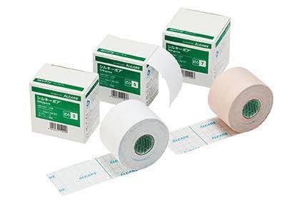 急ぎです!このシルキーポアという貼る包帯?は防水でしょうか?また、防水でないのであれば紙のガムテープとどちらが粘着力が強いでしょうか、、?