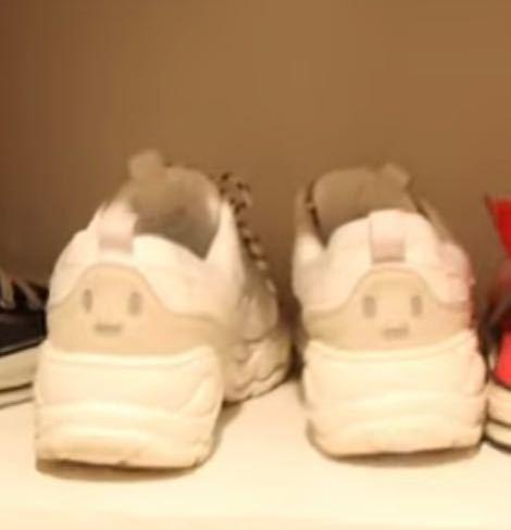 靴を探してます YouTuberのPKAのかっぱちゃんの自宅突撃という動画で 少し映っていた靴なのですがどこに売っているかなどを 教えて頂きたいです!