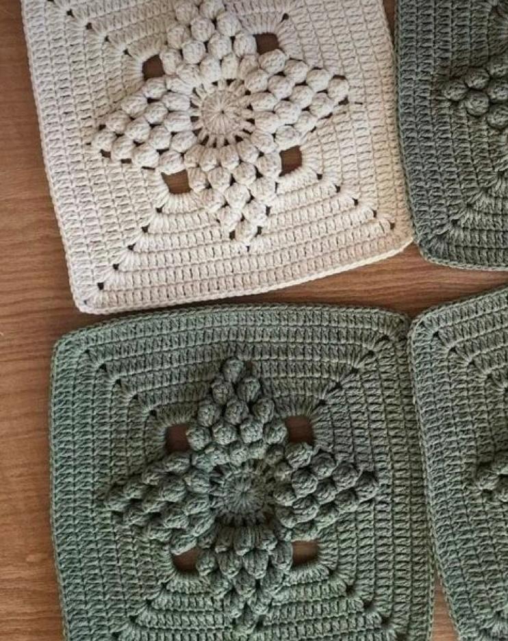 このモチーフを編んでいるみたいのですが 編み図などがわかるものはありますか?