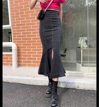 このジーンズ生地のマーメイドスカートは骨格ストレートに似合いますか?