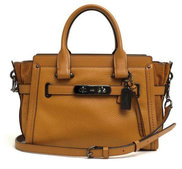 コーチのバッグについて。 フリマアプリでコーチのバッグを見つけました。 とても気になっているのですが、使い勝手や重さなどはどうでしょうか? 画像のものとは色が違いますが、形は同じだと思います。 ...