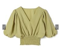 季節的に9月にこのブラウスを着るのはおかしいですか?服はGRLのVネックウエストシャーリングトップスのグリーンです。 来週この服を着ようと思ったものの、色味が少し春っぽいかなとと思い迷っています。 ご回答よろしくお願いします。