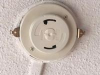 引っ越し先の照明の配線器具なのですが、これは引掛ローゼットという型になるのでしょうか? 配線器具の種類によって照明器具が合わないことはあるのでしょうか、、?