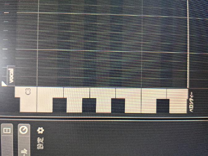cubaseのmidiの打ち込みゾーンのキーボードがこんな形になりました。元はもっと細い鍵盤でした。 元に戻したいのですが調べてもさっぱり出てきません。 どなたか直し方を教えていただけないでしょうか