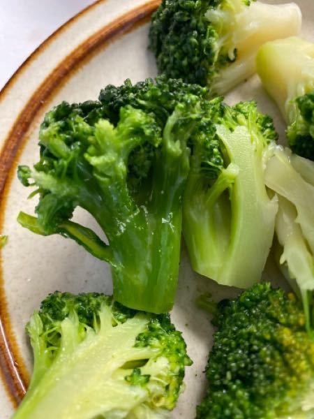 冷凍ブロッコリーを回答したところ 画像のような白い斑点のようなものが ありました。これは食べても大丈夫なのでしょうか