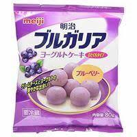 どうしてもこれが食べたいです。 Meijiのブルガリア ヨーグルトケーキ ブルーベリー味 子供の頃から大好きで何袋食べたか分かりません。 最近は売っているのをきっかり見かけなくなりました。 どう...