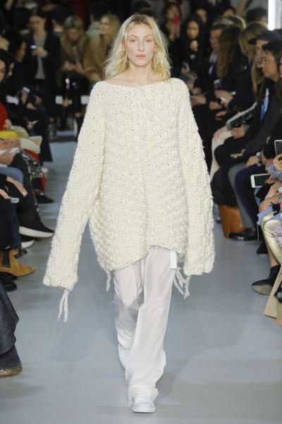 182cmメンズです。 オーバーサイズでトップス(ニットセーター)を着たいんですが、ありません。オーバーサイズにつくってるブランド知りませんか?服単品だけでもおすすめがあれば教えて欲しいです。