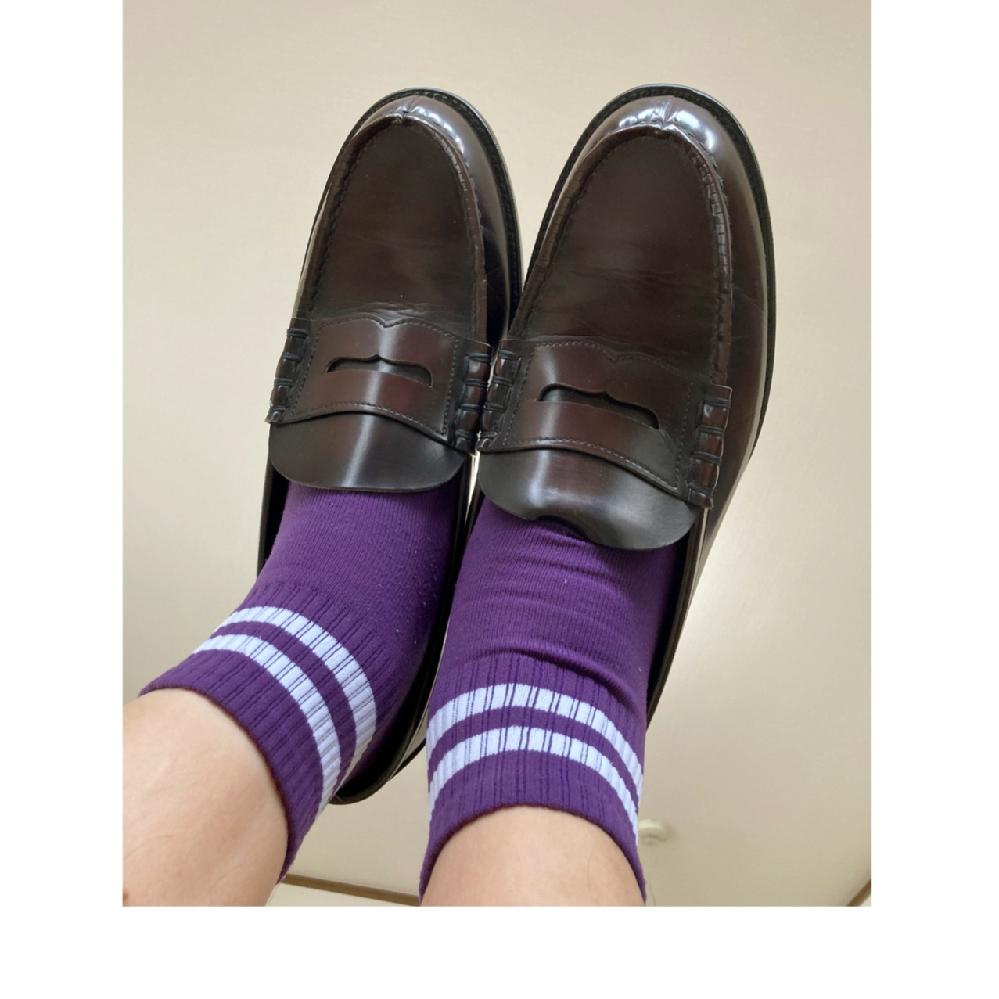 男子高校生がローファーで1日中履いてた靴下は、めっちゃ臭いと思いますか?通学も学校内もローファーです。