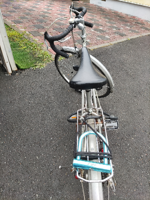 今日貰ったんですがなんてバイクで、どーゆー風に乗ればいいのでしょうか? 中学生がこんなの乗って大丈夫ですか?
