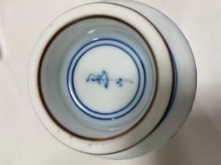 この器の作家、窯元が知りたいです。 陶印(裏印)ご存知の方ご教授ください。 よろしくお願い致します。