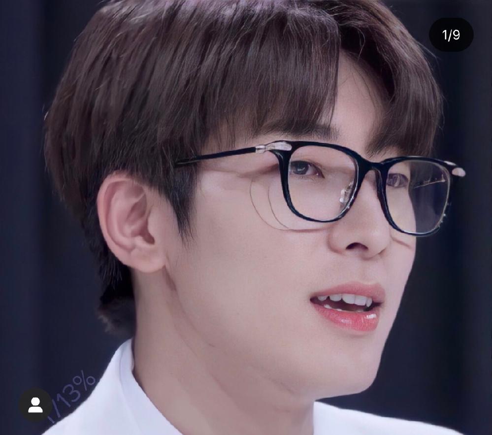 ウォヌがよく着用しているこちらの黒縁メガネはどこのブランドのメガネか分かる方いらっしゃいますか? マノモスではないですよね、、??