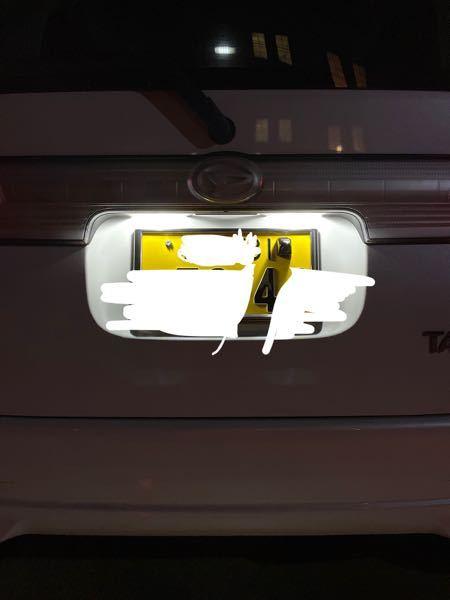 至急質問です 車検が近々あり一つ気になった点があったので質問です。 バックカメラをナンバープレートのネジに取り付けるタイプを装着していて(↓の画像)なら車検に引っかかる可能性ありますか? ナンバー灯が遮ってるような感です。 グレーゾーンなのはわかっているのですがナンバー保安基準の物でも中途半端な感じなので質問させてもらいました。よろしくお願いします。