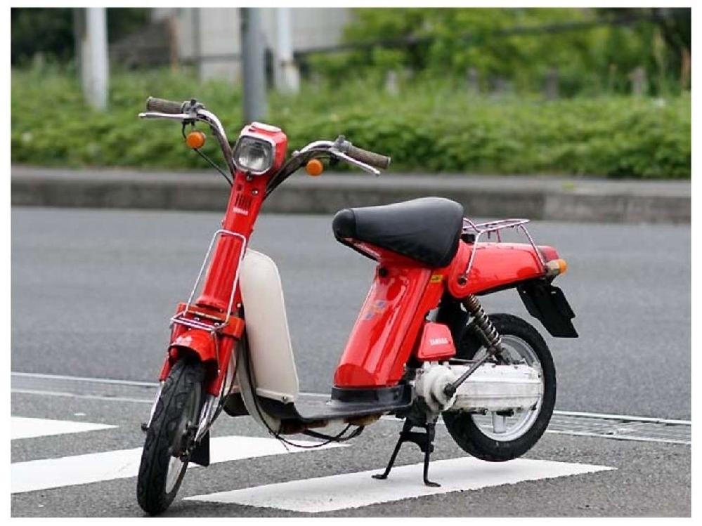 昔のバイクは安かった。 昔はパッソルは6万円だった。 今のジョグは18万円するするする高い高いとマウントする人がいますが。 ・・・・・・・・・・・・・・・・・・・・・・・・・・・・・・・・・ ・・・・・・・・・・・・・・・・・・・・・・・・・・・・・・・・・ ・・・・・・・・・・・・・・・・・・・・・・・・・・・・・・・・・ と質問したら。 昭和51年の物価と令和3年の物価の差。 という回答がありそうですが。 確かに昭和51年の物価てタバコが75円。平成3年のタバコは560円。 と質問したら。 タバコは税金が上がっただけ。 という回答がありそうですが。 確かに昭和51年はラーメン一杯200円。平成3年はラーメン一杯700円ですが。 それはそれとして。 パッソルて当時の物価が安かったから安かったのではないと思うのですが。 パッソルてシンプルな質素な簡素で簡単な作りだったから安かったと思うのですが。 よく分からないのですが。 なぜそういうバイクを令和の今の時代に作らないのですが。 今の時代に同じようなものを作れば10万円で作れるのでは。 と質問したら。 そんな安物を誰が買うねん。 という回答がありそうですが。 今のバイクは18万円するする高い高い。昔は6万円だったと叫んでいる人が買うのでは。 それはそれとして。 最新の18万円のジョグて昔の6万円のパッソルと比べたら作りも装備も走りも高級スクーターだと思うのですが。 なぜバイクメーカーて昔のバイクみたいな安物のバイクを出さないのですか。
