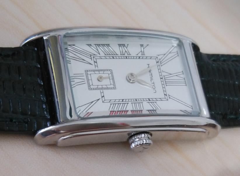 クォーツ式の腕時計について。 中古で電池切れの腕時計を買い、自分で電池交換しました。 スモールセコンドは問題なく動くのですが、時針と分針が動きません。 リューズ操作では時針も分針も回せます。 いわゆる時計の置き回りなのでしょうか。その場合、オーバーホール基本料金で直せるのでしょうか。 どうか宜しくお願いします。