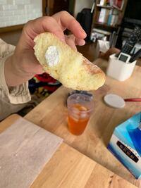ミスドのエンゼルクリーム久々に食べたんですけどクリームこんなしょぼかったんでしたっけ!? 気持ち程度にしか入ってなかったです。これじゃほぼパンです。