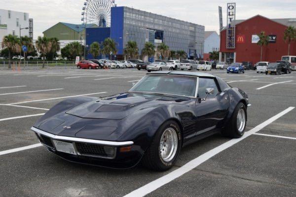 この写真の車はなんという名前ですか? 外国車だとは思うのですが、詳しく教えてください。