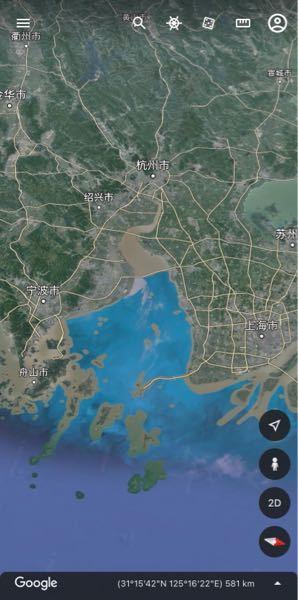 グーグルアースを見ていたら中国の海岸が水色でした。 他の海の色とは違うので海の色ではないように思うんですが、なぜ中国の海岸はこんなにも水色なんですか? 中国の海がものすごく綺麗なんですか?