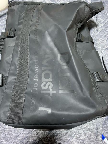こういう水を弾く素材の鞄ってどうやって洗えばいいのでしょうか。