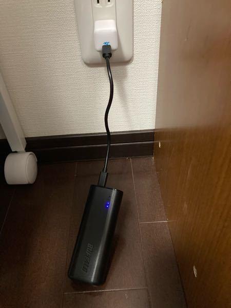 バッファローのモバイルバッテリーBSMPB6710C2BK を買ったのですが、 ずっとランプが2つ点滅していて 充電されている気配がありません 充電器は、AnkerのPowerPortIII n...