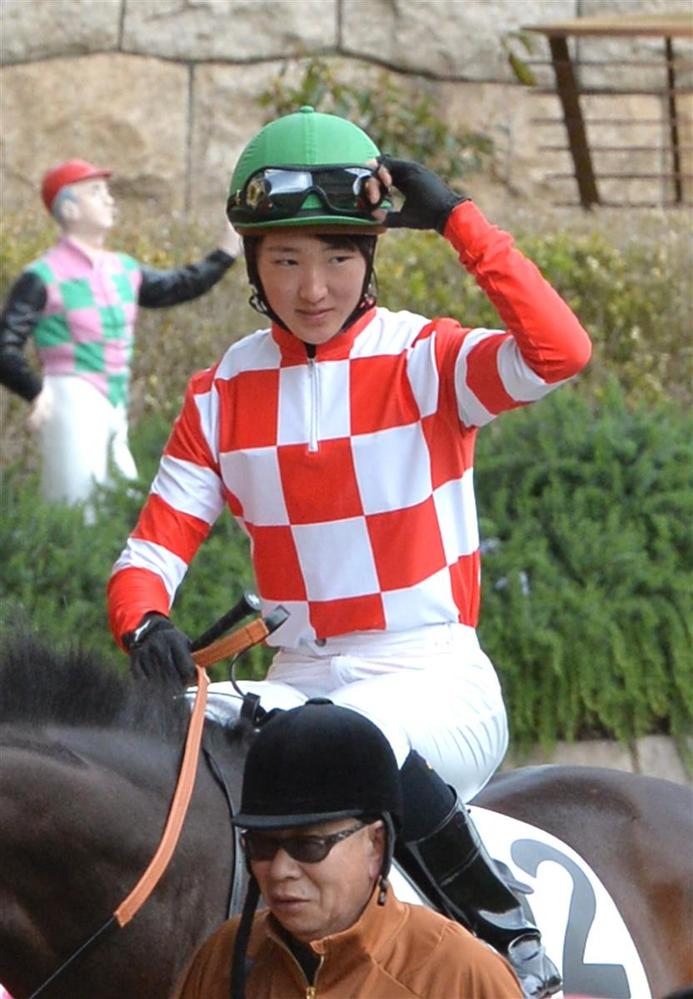 まなみちゃん通信No.29(^^) 永島まなみ騎手騎乗馬の着順を当てるまなみちゃん通信(^^) 今回の対象馬は月曜の中京1Rのバーニングアイズ。 デビュー戦の前走で5着に好走。 血統的にダート替わりはプラスですし、4キロ減も効くので、チャンスはあるんじゃないでしょうか? というわけでバーニングアイズの着順を当ててください。 ズバリ的中者に25枚、いない場合は最も惜しい方に進呈します。 みなさまの予想を聞かせてください。 まなみちゃん通信No.29(^^) (お知らせ) 今までは木曜日の夕方に出していましたが、都合により、来週からは金曜の深夜〜早朝に出します。