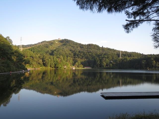 長野県の釣りが出来る湖(池?)なのですが、画像はなんていう湖なのかご存知の方教えて下さい。 よろしくお願いします。