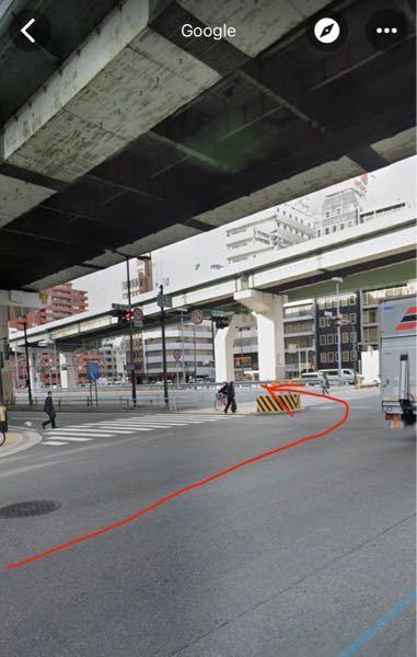 阪神高速16号 天保山/神戸方面の高速入口を利用したいのですが、中央大通手前の西本通の交差点で「左手前方向に曲がり、中央大通に入る」とナビにあるのですが、写真のように左折するような形で良いのでし...