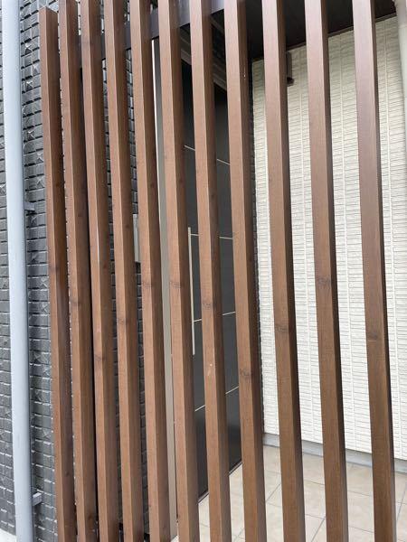 建築関係者の方に質問です。 この写真の材料教えてください。 触ったら木材ではなかったです。