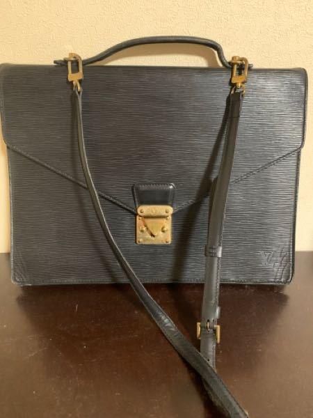 このルイヴィトンのバッグはなんという種類なのか 教えて欲しいのですが、 20年以上前に購入したものなので当時いくらで購入したかはっきりおぼえてません。 フリマに出品しようと思うので、定価や相場もわかる方いたら、教えてください! 縦30センチ 横38センチ位あります。
