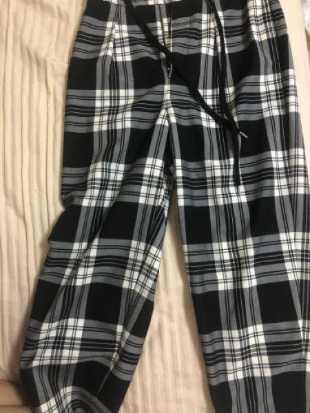 これのズボン合うトップスってどんなものがありますか?メンズです。
