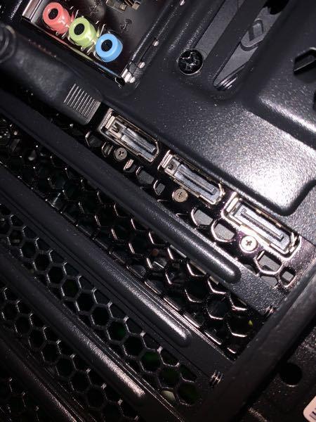 これって(3つの穴)DisplayPortていうやつを指すところですか?