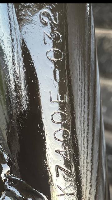 Z400FXフレームです。全体に掘削跡がありネックだけ綺麗に塗装してあります。正規打刻にみえますか?