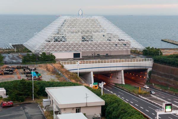 海底トンネルや地下トンネルの出入り口にある大きい建物はどんな役割をしているんですか?