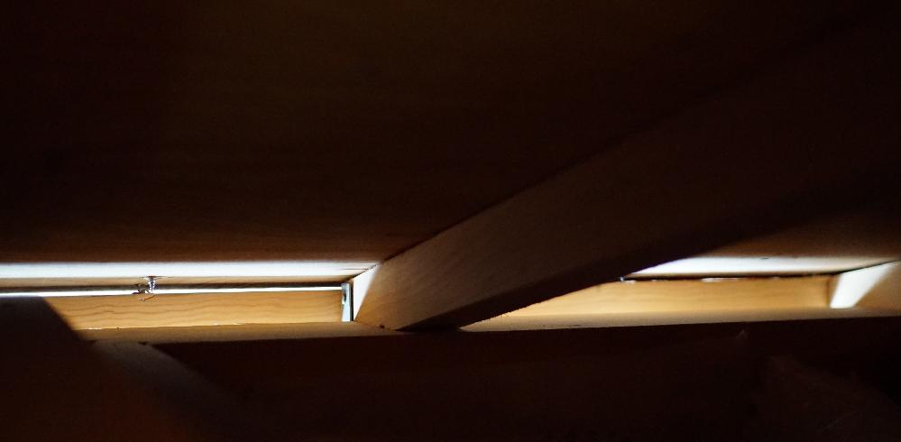 これは共用範囲なのでしょうか?① 新築です。 屋根裏ですが、 外の明かりが漏れています。 風も入ってきます。 よろしくお願いします。