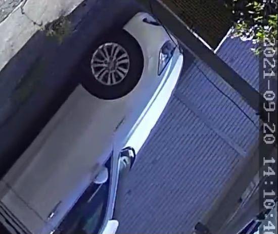 家の防犯カメラに留守中不審な車が長く止まっていました 車の横の画像で車種とか分かるものでしょうか? 車によっては知り合いか判別出来そうなので、、、お分かりになる方、お車に詳しい方教えて頂きたいです 宜しくお願い致します